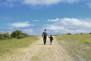 padre e figlia in cammino