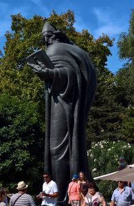 Grgur Ninski statua 1