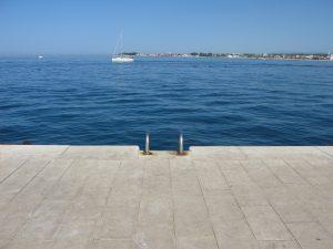 Zara - scala lungo mare Riva